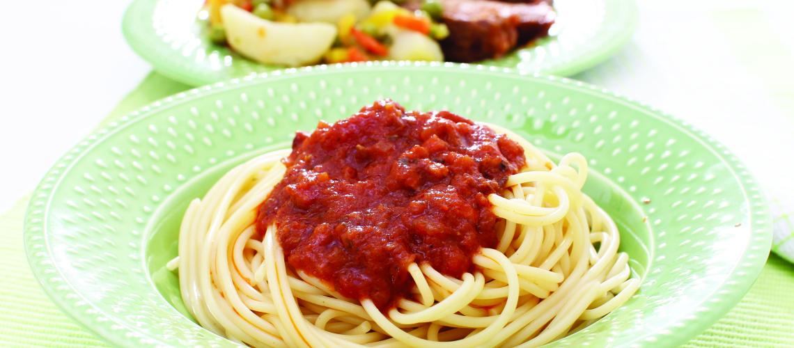 Špageti z neapeljsko mesno omako