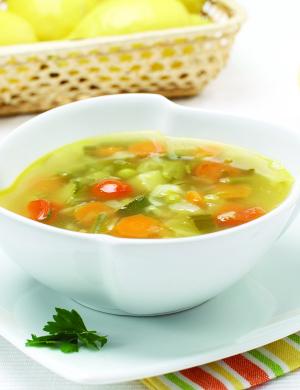 Poletna zelenjavna juha z limono