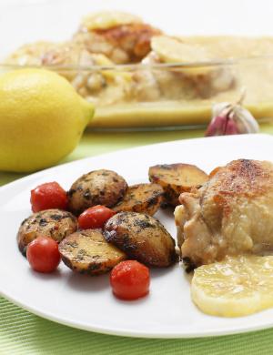 Piščančja stegna s česnom in limono