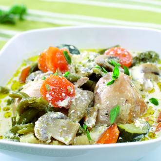 Piščančja obara z zelenjavo, gobicami in smetano