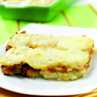 Krompirjeva zloženka z mesom in sirom