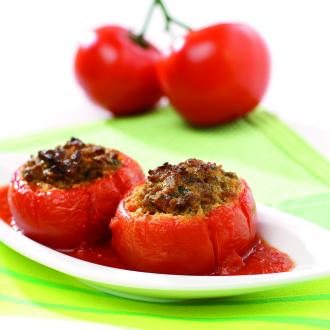 Pečeni paradižniki z mesnim nadevom
