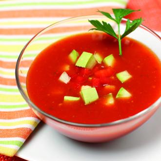 Poletna paradižnikova juha