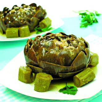 Dušene artičoke z mlado zelenjavo