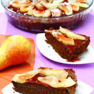 Domača čokoladna torta s hruškami