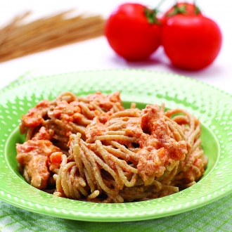 Polnozrnati špageti s paradižnikom in rikoto