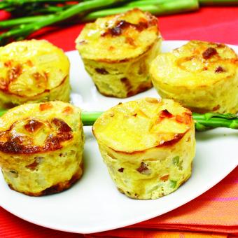 Krompirjeve mini tortilje s šparglji in pršutom
