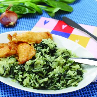 Špinačna rižota z ocvrto belo ribo