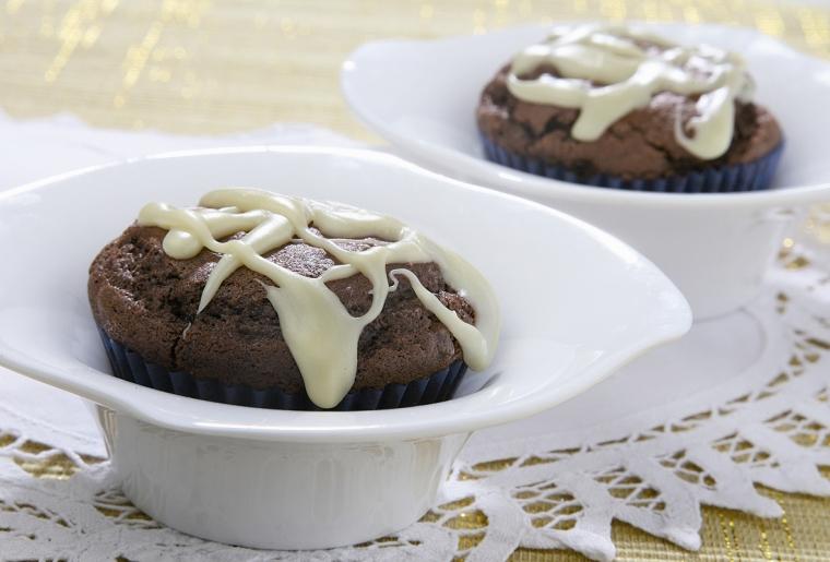 Čokoladni mafini z marcipanom