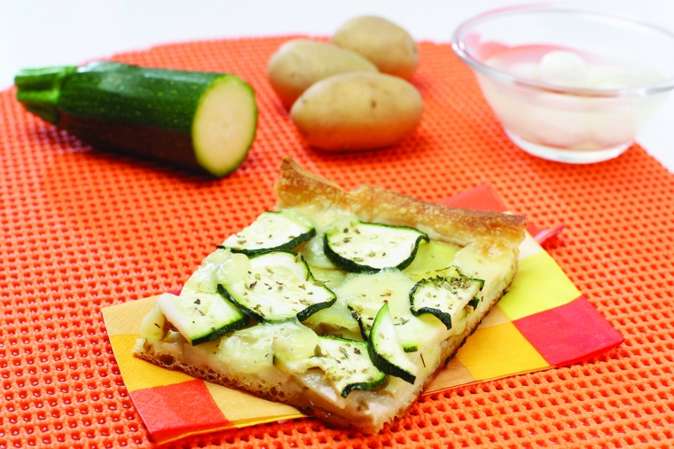 Bela pica s krompirjem, bučko in mocarelo