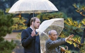 Princ William sam na obisku Japonskem