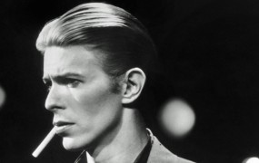 Umrl je legendarni David Bowie