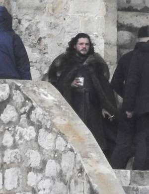 Kit Harington med odmorom.