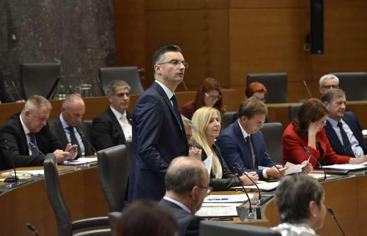 Trček in Šarec debatirala o predragih stanovanjih: bomo spomladi gledali šotore pred parlamentom?