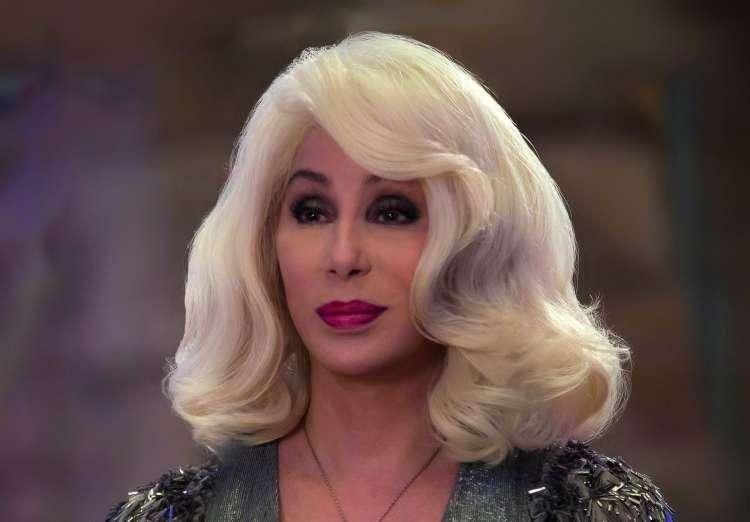 Pevka in igralka Cher je v drugem delu Mamme Mie! nastopila kot Sophiejina babica.