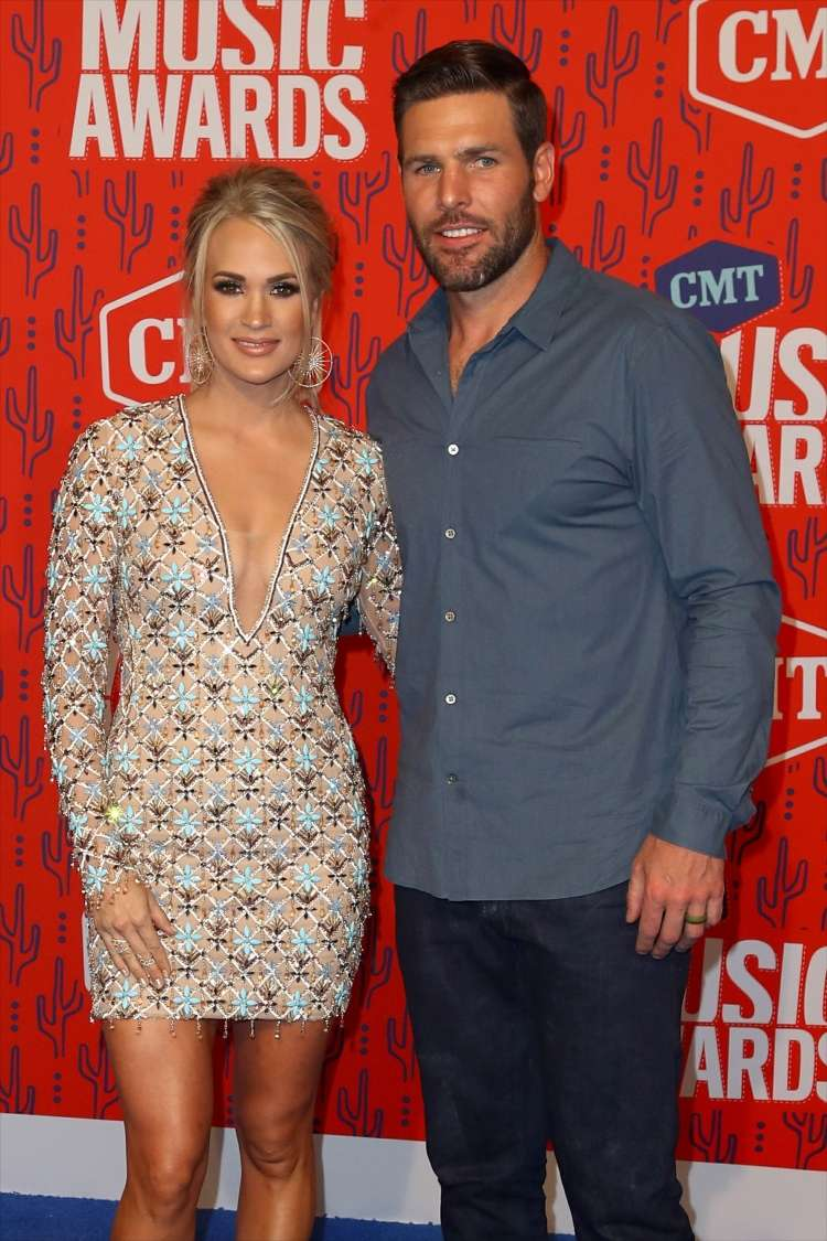 carrie underwood in mike fisher.jpg