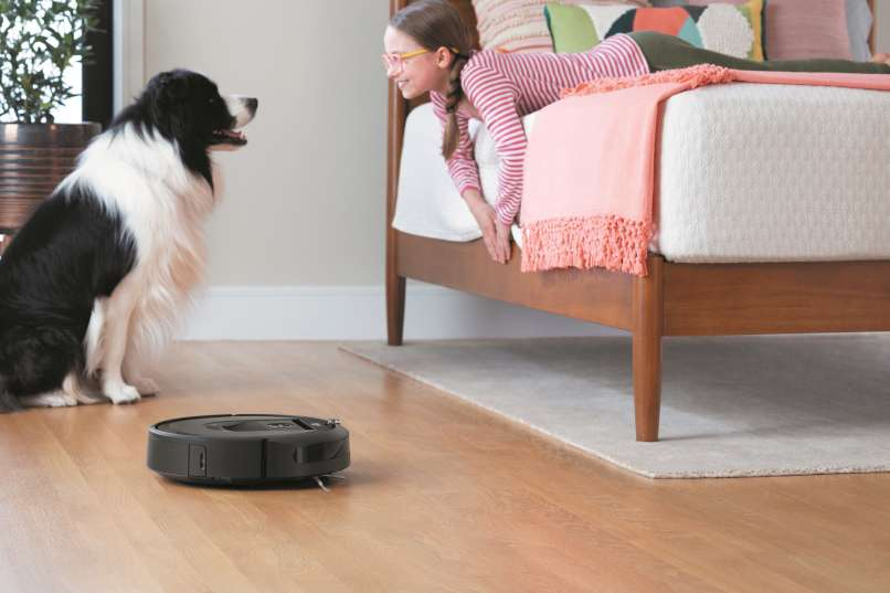 Roomba i7_Lifestyle_Bedroom