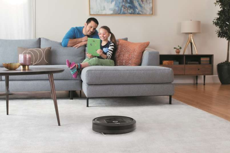 Roomba i7_Lifestyle_Living Room