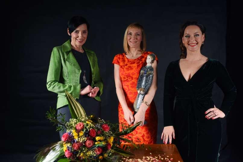 Melita Berzelak, Natalija Spark y la presentadora Blažka Müller